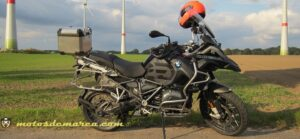 moto trial en campo eolico bmw 1200